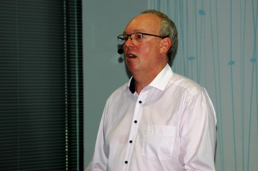 Dr. Roeland Wessels